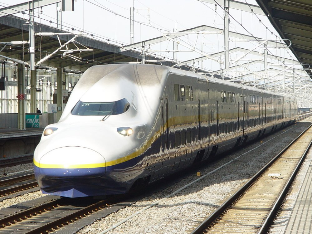 Most fans heading to Fuji Rock take the easy option and catch the Joetsu Shinkansen to/from the festival site.